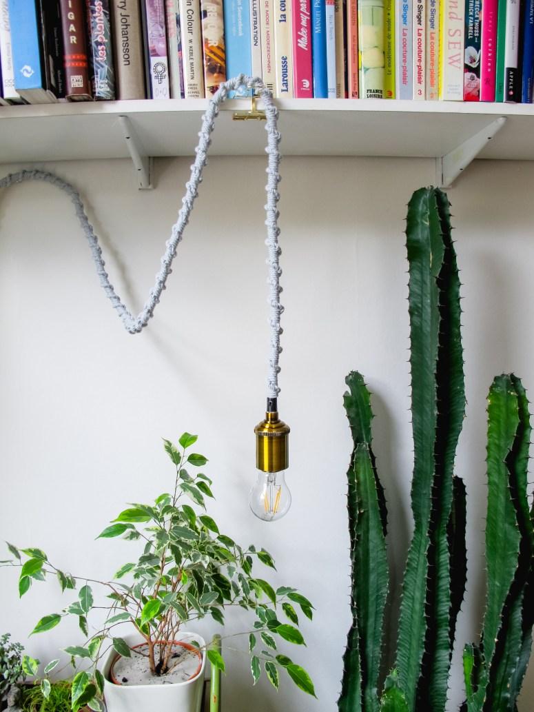 DIY Comment réaliser une lampe baladeuse en macramé// How to make a macrame lamp // A Cardboard Dream blog