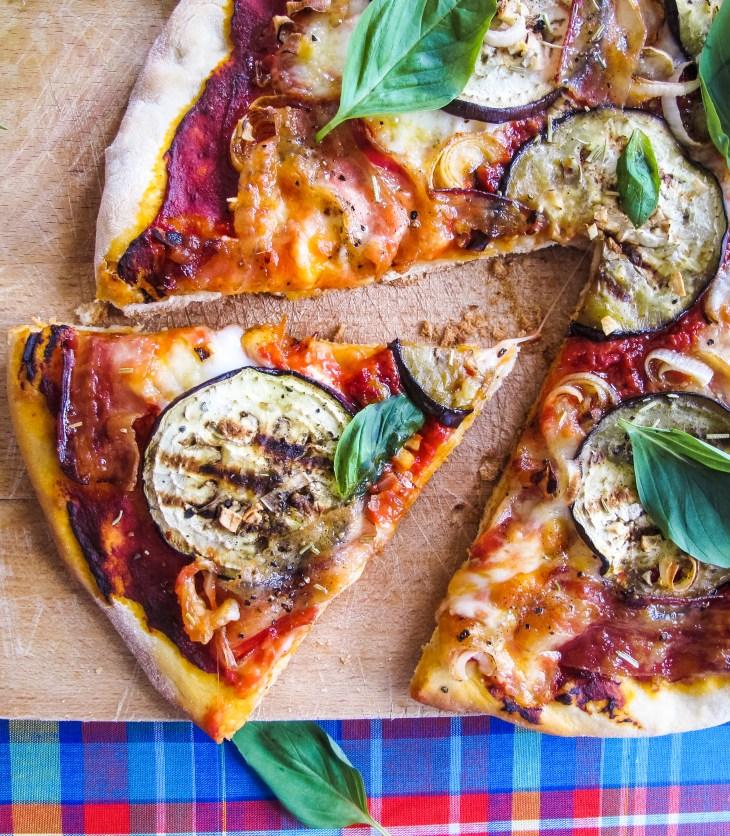 Recette pizza aubergine-pancetta // Aubergine pancetta pizza recipe // A Cardboard Dream blog