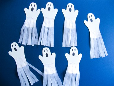 DIY // Comment réaliser une guirlande de fantômes pour Halloween // How to make a paper ghost garland for Halloween