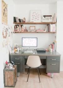 Idee per la zona ufficio - se la scrivania è vecchiotta e di un colore spento basta giocare con gli accessori e i colori per trasformare l'ufficio in un ambiente country chic