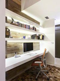 Idee per la zona ufficio - moderna e funzionale, con i punti luce sotto le mensole per avere sempre l'ufficio illuminato