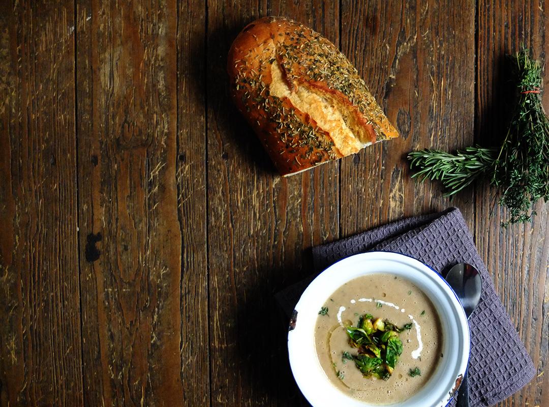Maronensuppe mit karamellisierten Rosenkohl
