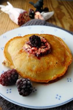 Pancakes mit Brombeerbutter