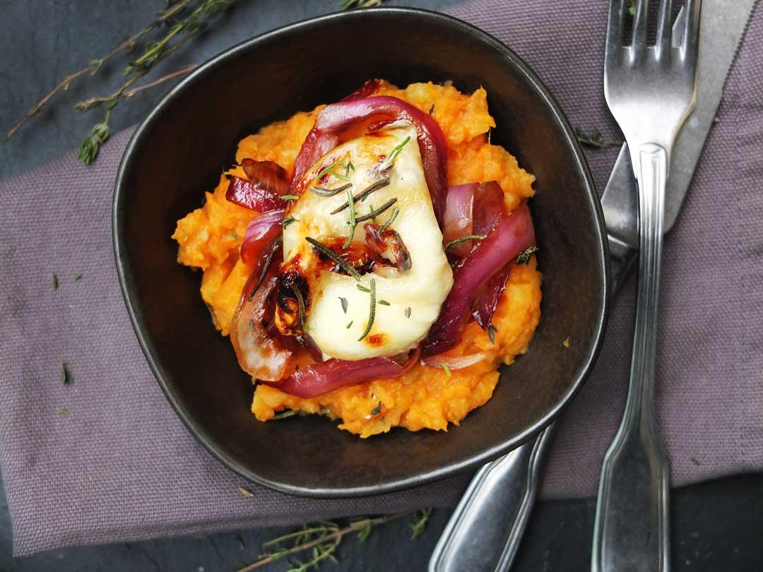 Süßkartoffelpüree mit Balsamico-Zwiebeln