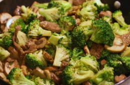 Weekend food-venture chicken broccoli mushroom stir fry