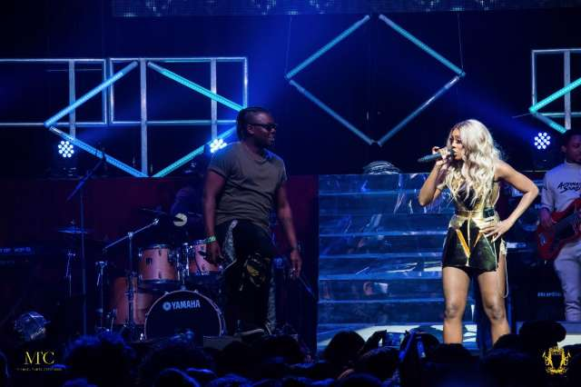 Tiwa-performs-in-a-gold-playsuit