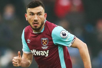 robert snodgrass in wes ham united kit