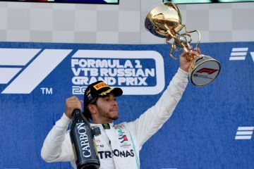 lewis hamilton wins russian grand prix