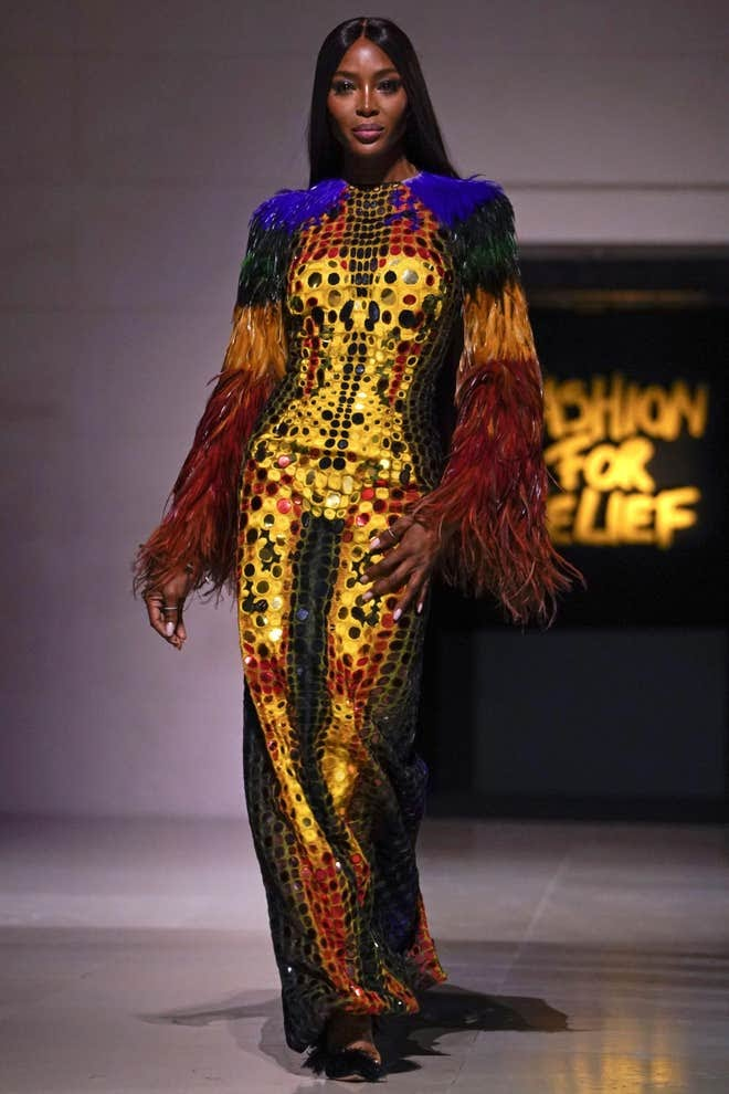 Naomi Campbell for Versace 1996 | 90s runway fashion