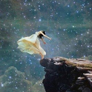 Frente al abismo, lo único que podemos hacer es aprender a volar