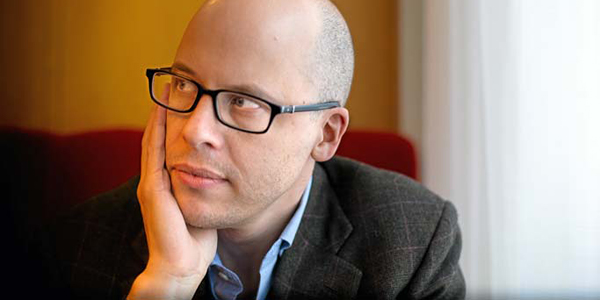 Lev Grossman, el autor.¿Seré yo que le veo una cara bastante rara?