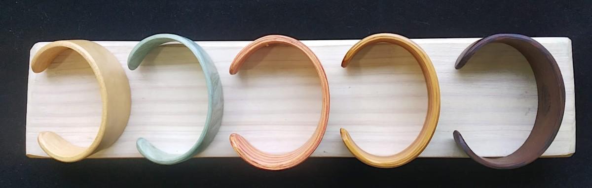 Artesanía Bejarano accesoriosdemadera_pulseras-de-madera Descubre los accesorios de boda perfectos para este verano Noticias