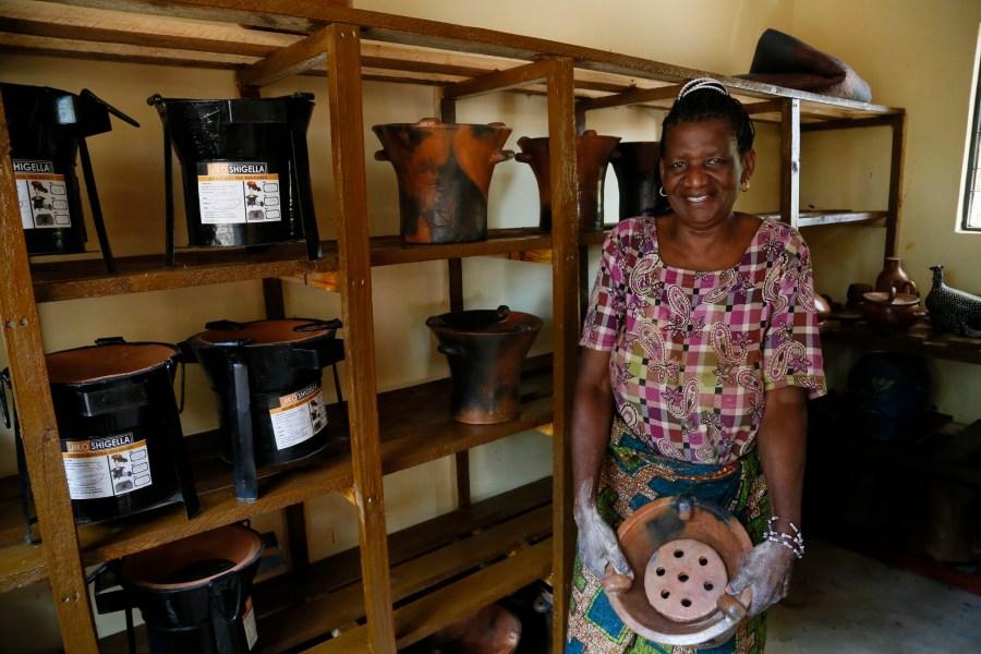 Rahel Shigela, an artisan stove maker