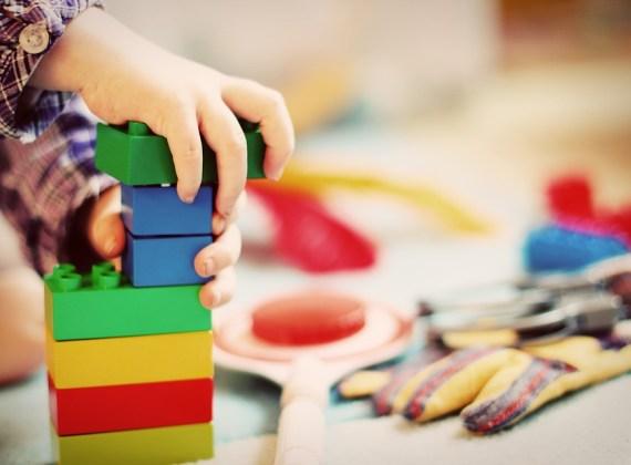 Jak klocki wspomagają rozwój dziecka?