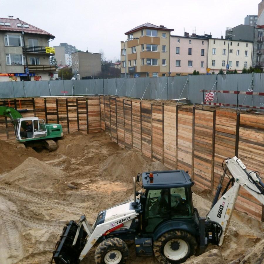Ścianki berlińskie. Jak skutecznie chronić wykopy przed zalaniem