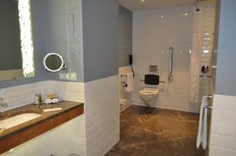 hilton bathroom rotterdam