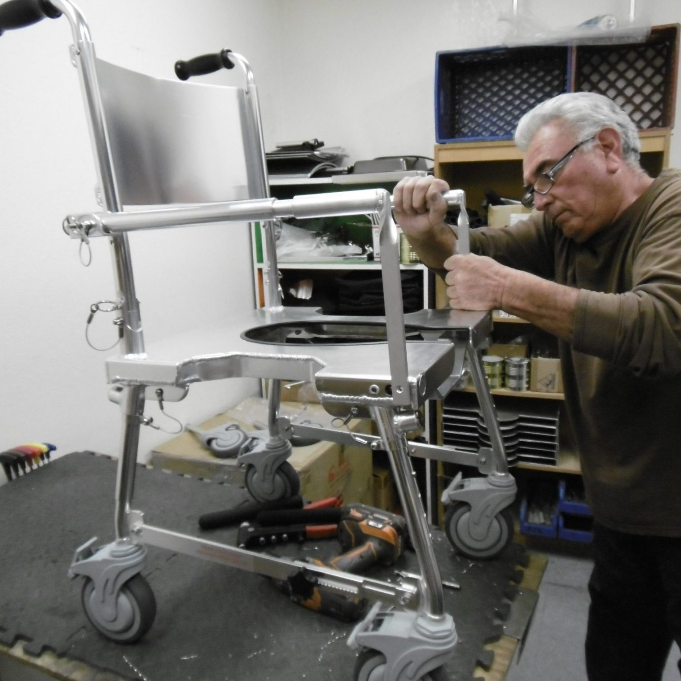rick building the go anywhere chair