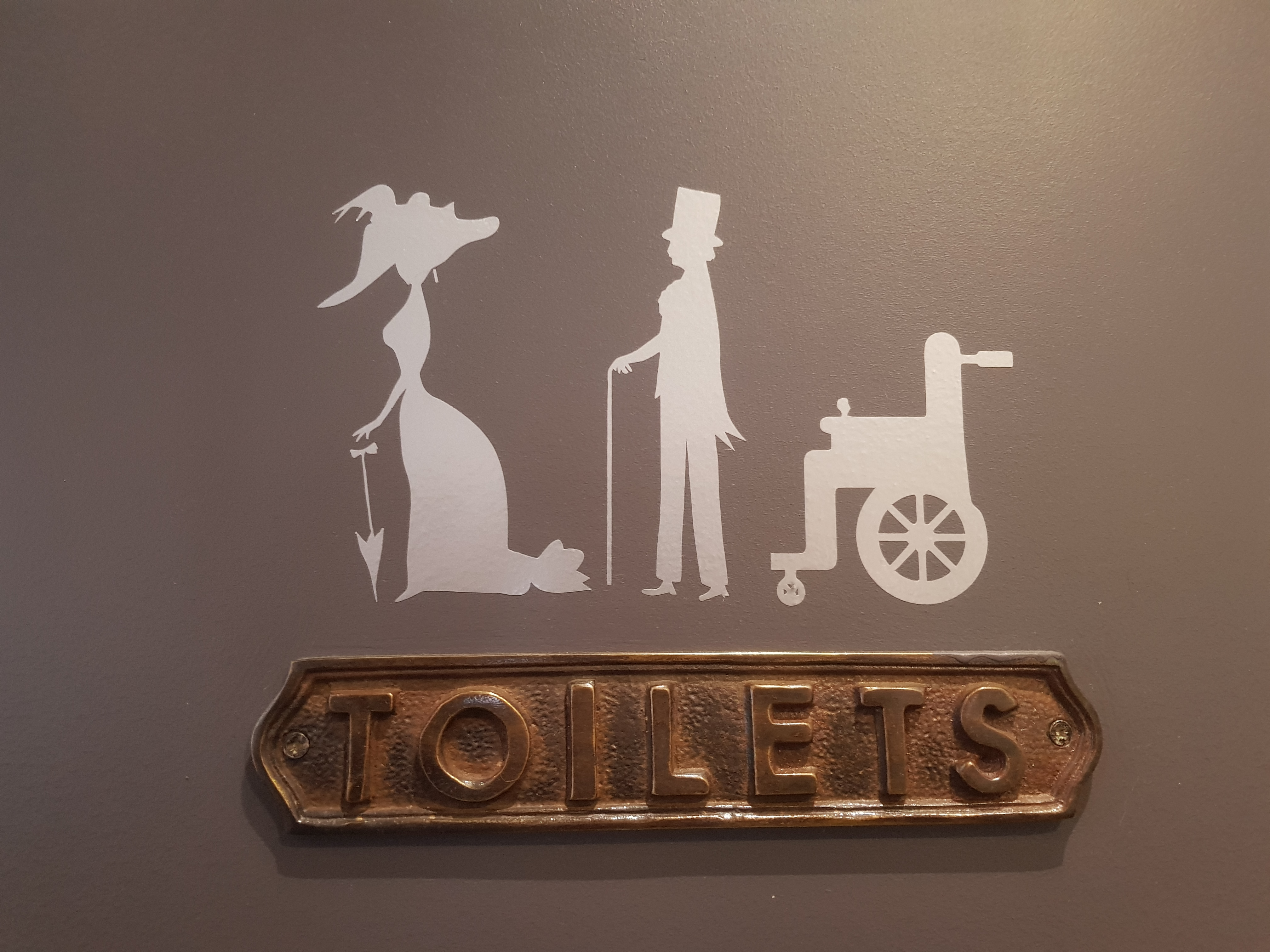 Accessible toilets France