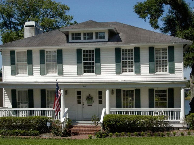 Front Porch On Colonial Homes