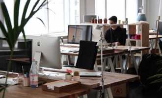 The Pros and Cons of Specialised Software for Your Business