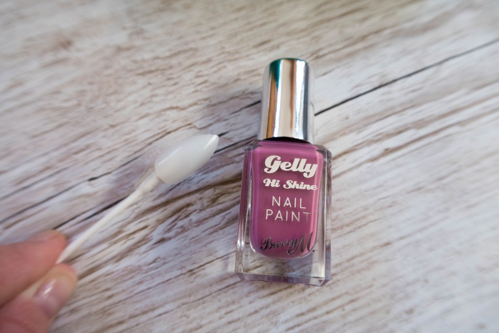 How to Paint False Nails Before Applying at Home