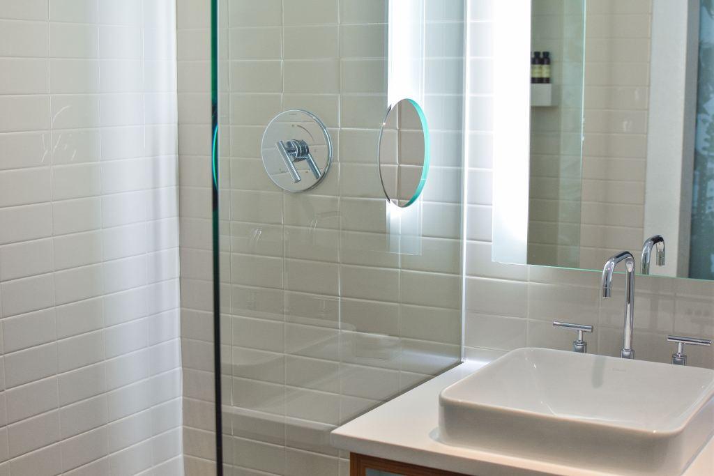Bathroom shower screen