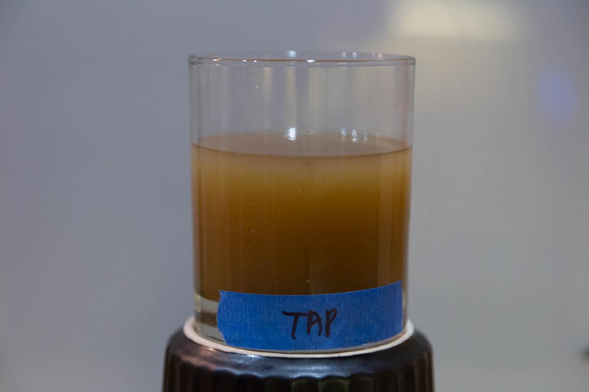 Flabby, tea-like flavors. Astringent. Phenolic/smokey aroma