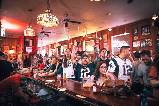 new-england-patriots-bars-fans-at-connecticut-yankee-insan-francisco