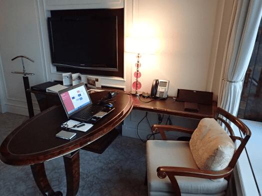 St-Regis-Singapore-hotel-room-work-station