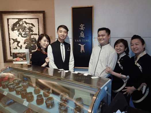 Singapore-hotel-Chinese-restaurant-staff