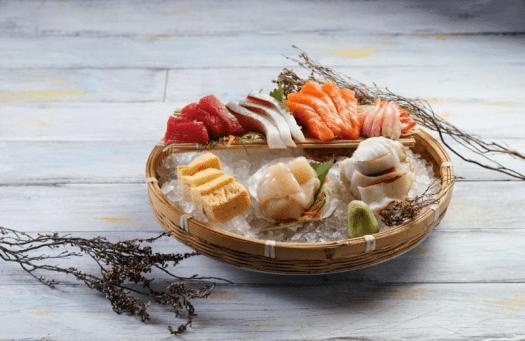 Image-of-Assorted-Japanese-sashimi
