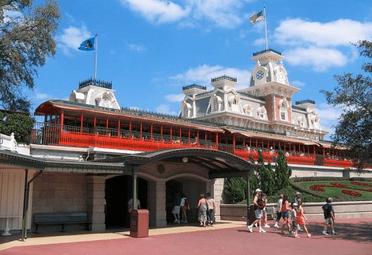 Image_of_Walt_Disney_World_Railroad_Main_Street_USA_Station_Credit_Tom_Arthur