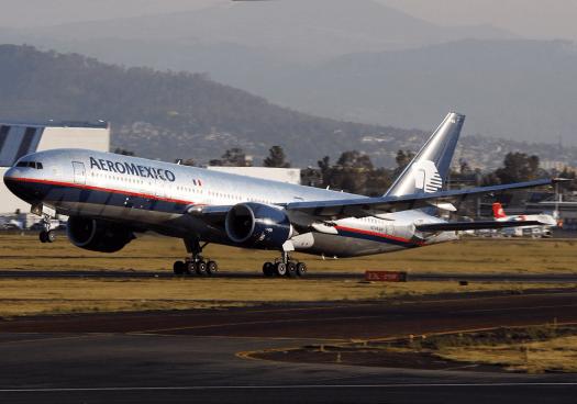 Mexico-aviatioin-Boeing_777-2Q8-ER,_AeroMexico_credit_Andre_Du-pont