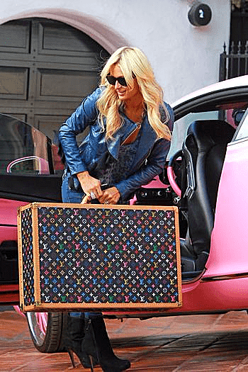 Aviation-lLV-luggage-paris-hilton-credit-virgin-atlantic