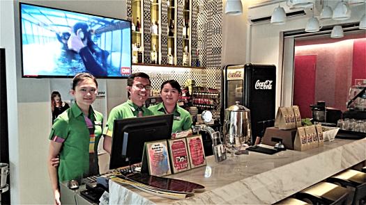 image-of-staff-at-hotel-restaurant-by-accidentaltravelwriter.net