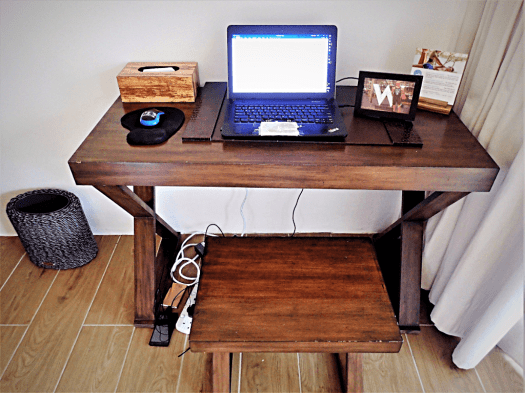 image-of-a-work-station-in-a-hotel-room