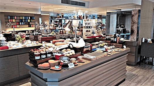 singapore-hotel-executive-loungeby-www.accidentaltravelwriter.net