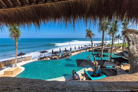 Bali finns beach club swimming pool