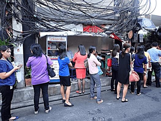 bangkoks-overhead-power-lines-copyright-www.accidentaltravelwriter.net