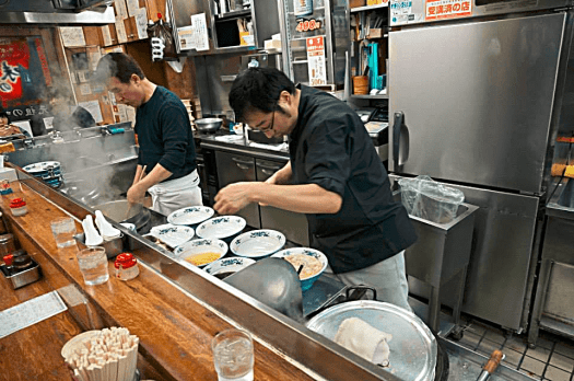 chefs-preparing-ramen-in-sapporo-restaurant-credit-www.accidentaltravelwriter.net