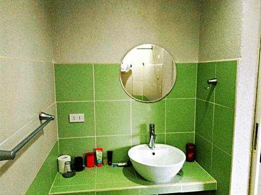 mr-holidays-hotel-standard-bathroom-room-credit-www.accidentaltravelwriter.net