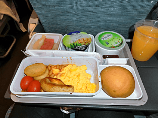 in-flight-breakfast-aboard-cathay-pacific-airways-credit-www.accidentaltravelwriter.net