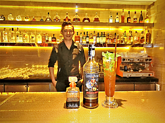 bartender-serving-mojito-at-RBar-tat-Renaissance-Bangkok-Ratchaprasong-hotel-credit-www.accidentaltravelwriter.net