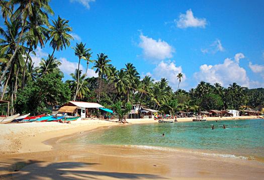 Sri-lanka-unawatuna-beach-credit-bernard-gagnon