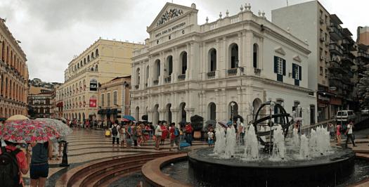 Macau-during-Typhoon-Utor-2013-credit-fredlyfish4