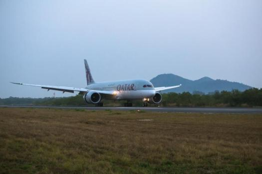 image-of-qatar-airways-boeing-787-dreamliner-landing-at-u-tapao-airport-thaland