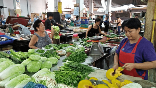 bang-ran-market-vegetable-vendor-selling-vegetables