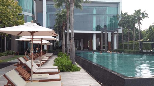 Cape-Dara-beachfront-resort-pattaya-swimming-pool