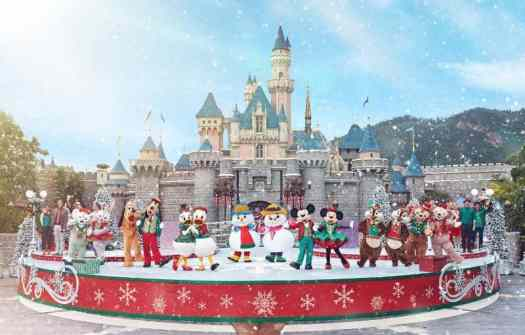 hong-kong-disneyland-christmas-Mickey-and-Friends Christmastime Ball