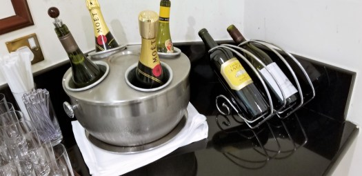 image-of-emirates-airline-hong-kong-airport-business-class-lounge-champagne-and-wine